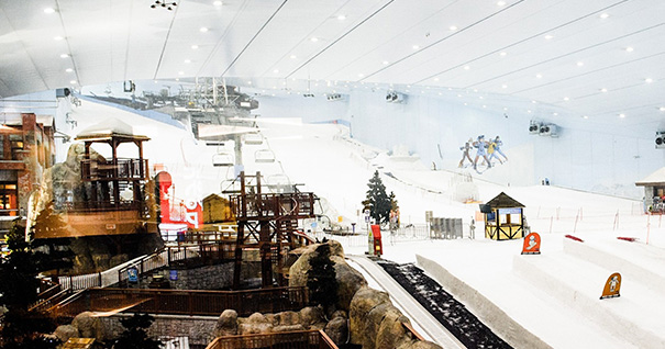 Крытый горнолыжный центр в Дубае